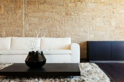 Hochwertige Materialien für Wandpaneele sind Holz, Stein und Keramikplatten