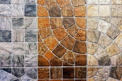 Neben Optionen aus Keramik und Stein gibt es auch Porzellanfliesen.