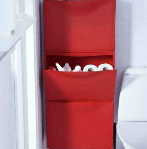 Während TRONES ursprünglich zur Aufbewahrung von Schuhen verkauft wurde, kannst du es, dank der IKEA-Hacks, jedoch auch zur Aufbewahrung von Büromaterialien, Werkzeugen oder Toilettenartikeln verwenden