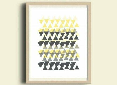 Für ein Wohnzimmer im skandinavischen Stil solltest du sowohl bei Textilien als auch bei Bildern, geometrische Muster deutlich anerkennen.