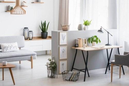 Schaffe ein Wohnzimmer im skandinavischen Stil