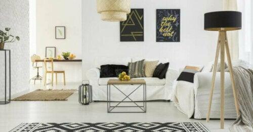 Vergiss für ein Wohnzimmer im skandinavischen Stil ein überfülltes Dekor und nutzlose Gegenstände. Strebe stattdessen nach Geräumigkeit.