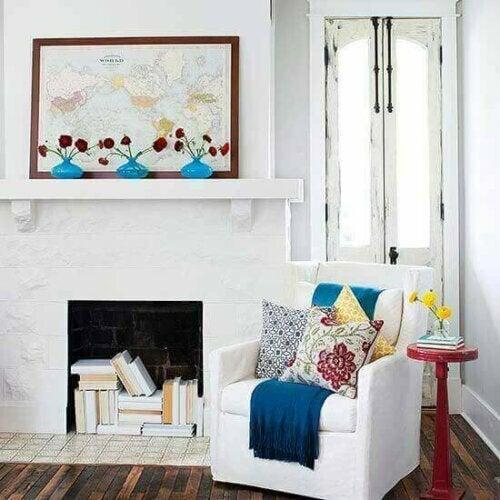 Wenn du einen Kamin hast, ihn aber fast nie benutzt, ist er der ideale Ort, um ihn mit Büchern zu dekorieren!