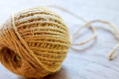 ist eine weiße Faser, die stark und glänzend ist, wie Seide.