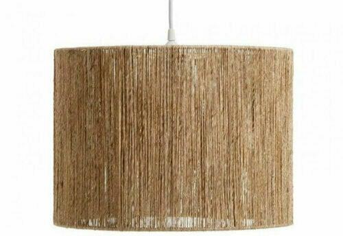 Für Lampen im nordischen Dekor kannst du natürliche Optionen, wie Weide oder Bambus, verwenden.
