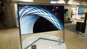 Der Bild 9-Plasma-Fernseher hat ein auffälliges Design, das ihn absolut einzigartig macht.