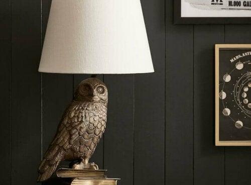 Diese Hedwig-Lampe ist eine der Deko-Ideen für Fans, die du bei Pottery Barn findest.