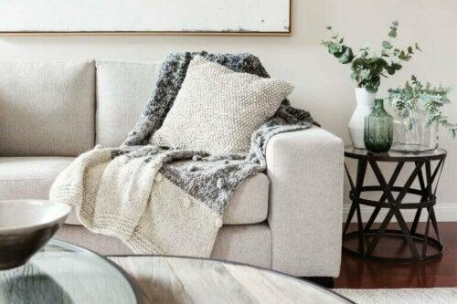 Decken sind ein sehr beliebtes Dekor-Accessoire für die kälteren Monate. Sie steigern aber auch die Gemütlichkeit in jedem Raum.