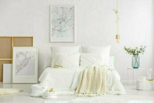 Minimalistische Räume benötigen saubere, durchgehende Wände, Böden und Decken - oder für jede Oberfläche, vertikal oder horizontal.