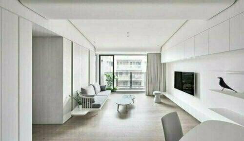 Der Minimalismus verwendet eine monochrome Farbpalette für Böden, Decken und Wände. Und natürlich ist Weiß das Rückgrat des Dekors.
