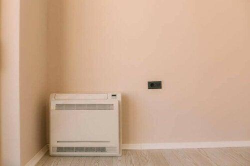 Einige Leute möchten eine Klimaanlage haben, die nur auf dem Boden steht und tragbar ist. Diese Arten von Klimaanlage nehmen jedoch viel Platz ein, obwohl sie nur wenige Meter hoch sind.