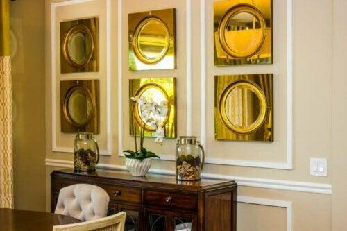 Dekoration mit Spiegeln lässt Räume größer wirken