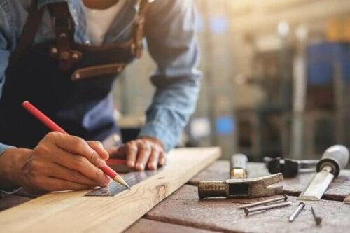 Tischlerarbeiten zuhause erledigen - Arbeiten mit Holz
