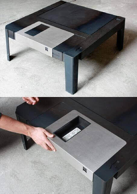 Dekor mit einer technologischen Thematik – Disketten-Couchtisch