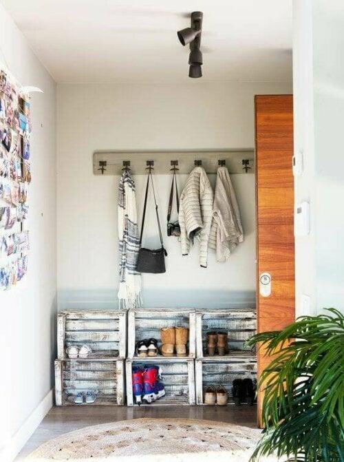 Schuhregale sorgen für Ordnung und weniger Schmutz im Haus