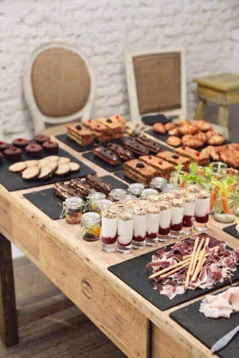 Zu Hause ein kleines Buffet organisieren - Farbkontraste zwischen Speisen und Geschirr sind wichtig