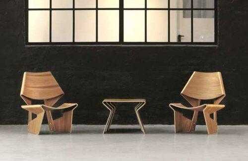 Der GJ Chair aus gebogenem Sperrholz