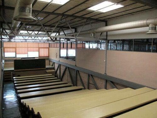 Die Turnhalle des Colegio Maravillas - Hörsaal