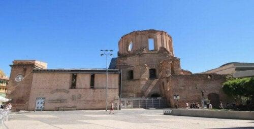 Das Kulturzentrum der Piaristen: Geborgene Ruinen