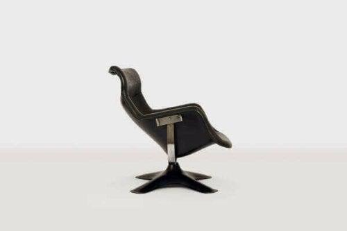 Der Stuhl hat einen seriösen, dynamischen und raffinierten Look