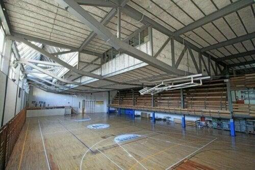 Die Turnhalle des Colegio Maravillas - Spielfeld