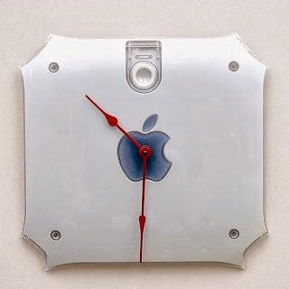 Uhr aus dem Apple-Logo