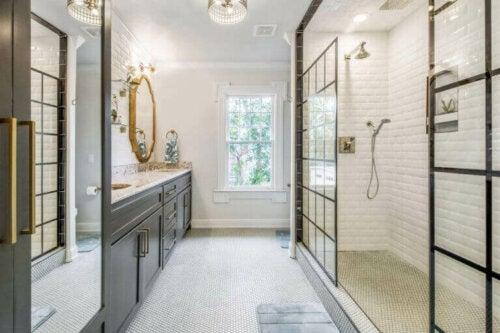 Helle Farben im Badezimmer sorgen für eine friedliche Umgebung