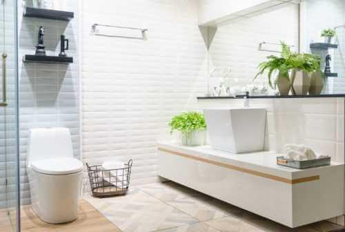 Badezimmer renovieren: 4 kostengünstige Ideen