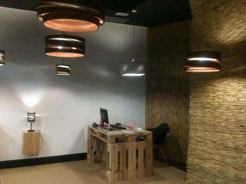 Kühles oder warmweiße Licht – Beleuchtung Arbeitsbereich