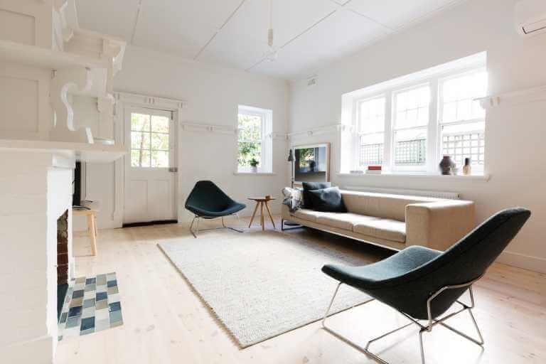 Mit hellen Farben wirkt das Wohnzimmer größer