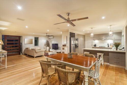 Für Küchen eigenen sich Ventilatoren mit Metall- oder Kunststoffflügeln