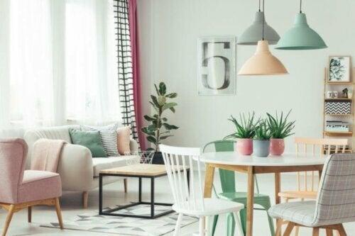 Ein Wohnzimmer mit separaten Bereichen schaffen: So gelingt es