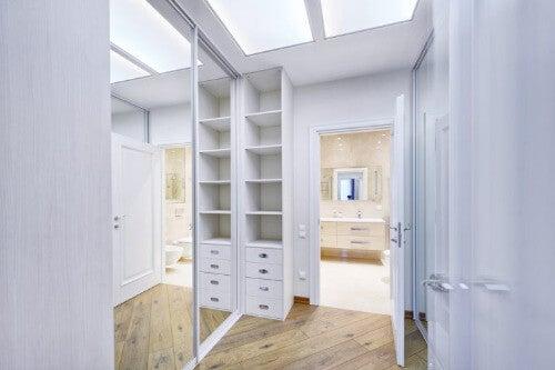 Ankleidezimmer: wertvolle Tipps zur Einrichtung