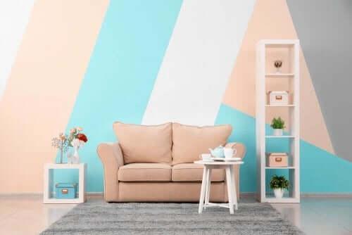 Einfach gestaltetes Wohnzimmer