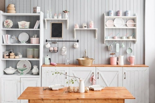 Küche in einem Holzhaus