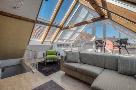 Das Wohnzimmer sollte sich in der Mitte der Dachgeschosswohnung befinden