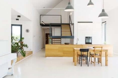 Einige Dachgeschosswohnungen verfügen über eine offene Wohnküche