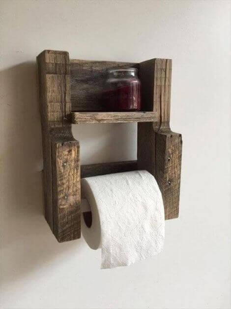 Im Handel findest du zahlreiche Designs an Toilettenpapierhaltern