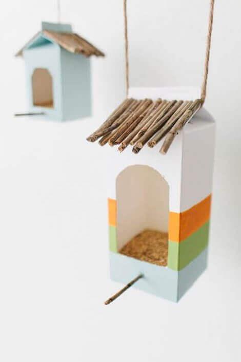 Vogelhäuser aus Milchkartons