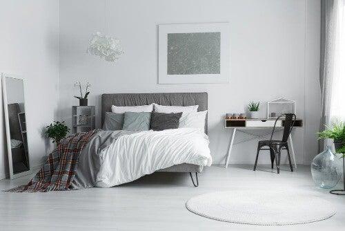 Zimmer mit weißen Wänden dekorieren: 8 tolle Tipps