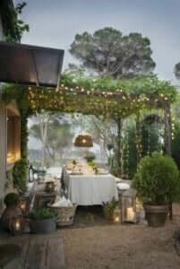 Beleuchte deinen Essbereich für romantische Sommernächte