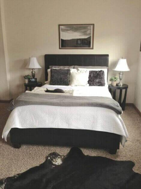 Farbkonzepte für dein Schlafzimmer - Beige, Grau und Schwarz