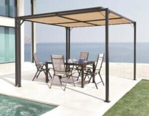 Nutze ein Gazebo für deinen Sitzbereich, um die Sonne fernzuhalten