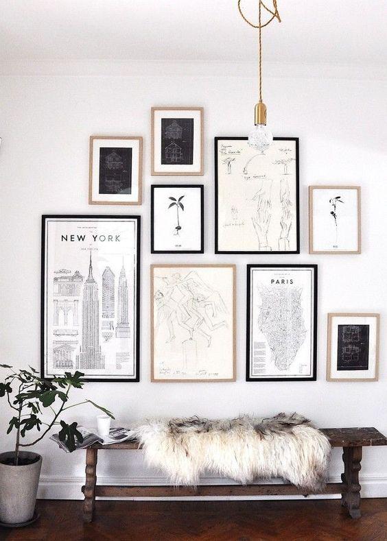 Cuadros colocados en la pared de un espacio de manera proporcionada