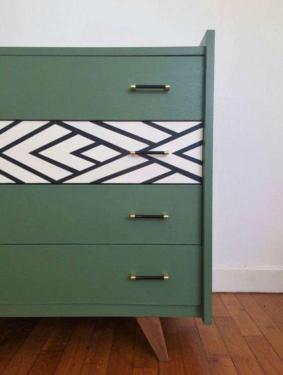 Mueble verde con detalle contraste geométrico