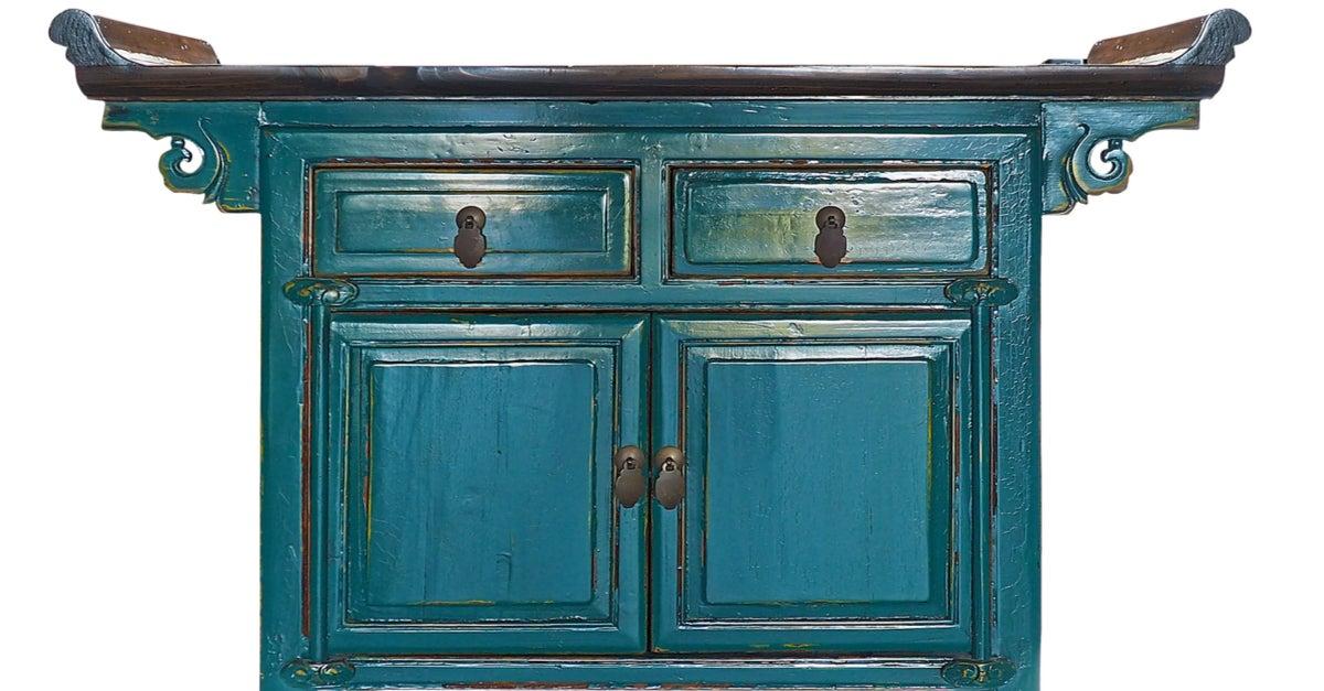 Mueble azul reutilizado