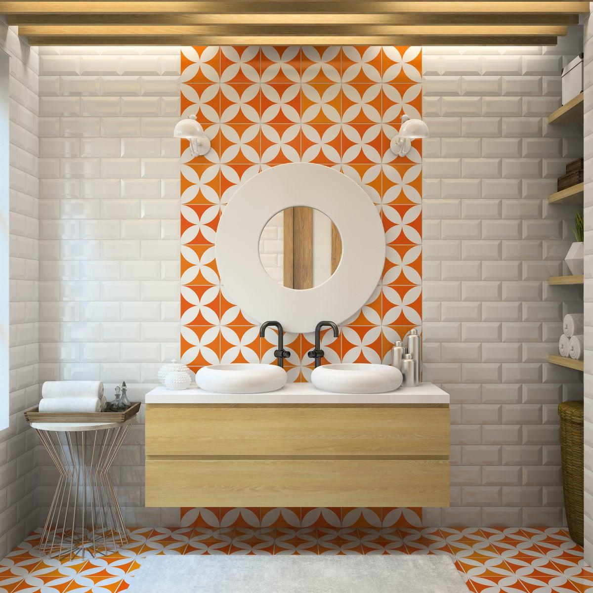 Baño de estilo moderno con azulejos en naranja para el suelo y la pared