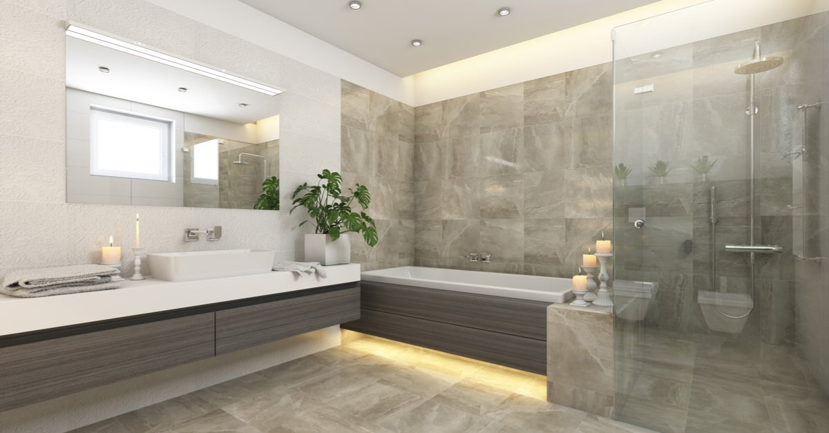 Baño con bañera y ducha