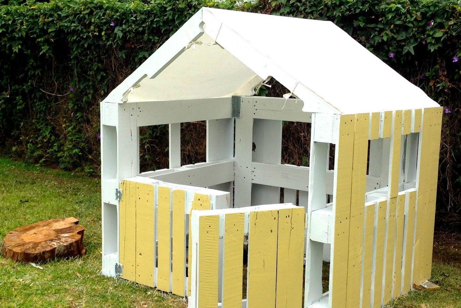 Casa hecha a mano con palés