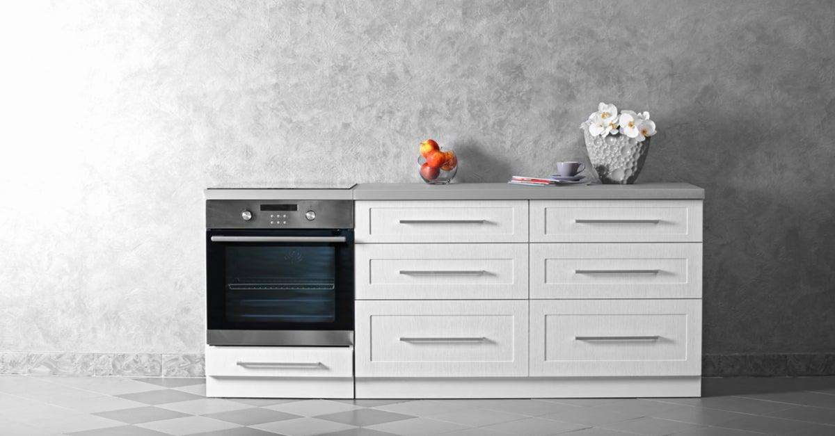 Horno hydroclean con mobiliario de cocina.